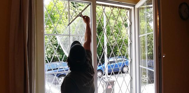 Mytí oken v nebytových prostorách Brno
