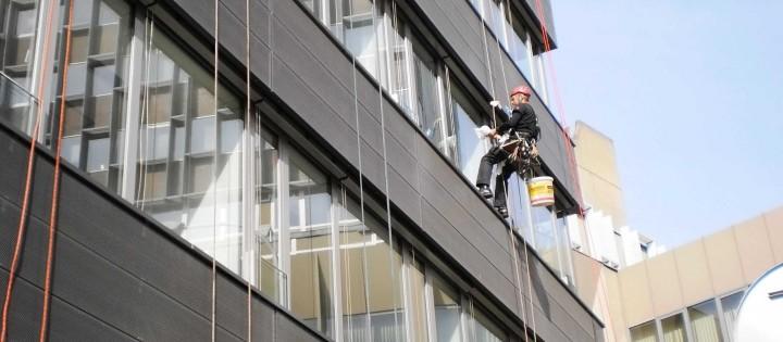 Mytí oken na budovách horolezecky Praha